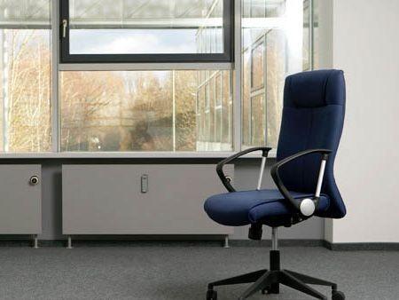 Osamocená pracovní židle